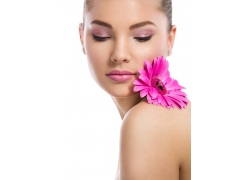 彩妆模特与花朵