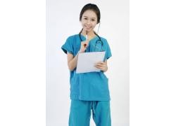 拿着笔记本的美女护士