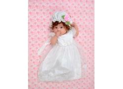 白色婚纱小女孩