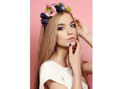 头戴花环的彩妆模特女孩