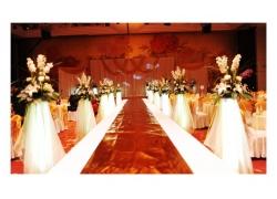 婚礼现场上的T型舞台