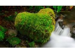 瀑布与岩石摄影