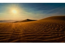 夕阳下的沙漠