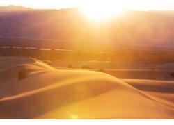 阳光照耀沙丘