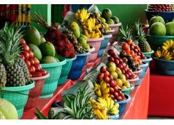 商店待售的新鲜水果