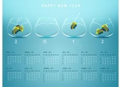 日历和玻璃容器中的鱼