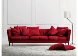 台灯与红色沙发