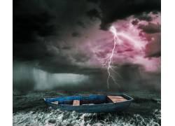 闪电下的小船摄影