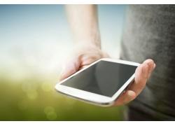 手捧着的智能手机