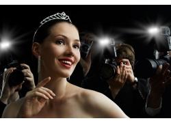 美女明星与记者摄影师