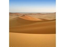 蓝天下美丽的沙漠