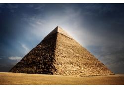 天空下的金字塔摄影