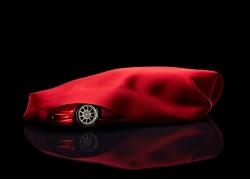 红色汽车和红绸布