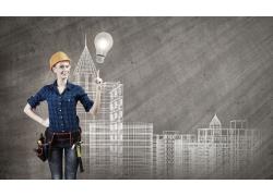 城市建筑前的女工程师