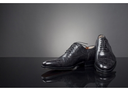 黑色男皮鞋