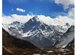 蓝天白云雪山