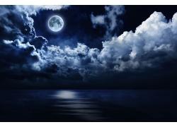 蓝色天空和月亮