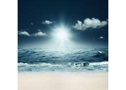 白云和海面
