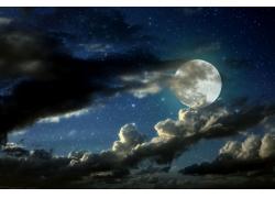 藏在积云里的月亮