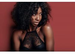 穿蕾丝的黑人美女