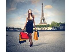 购物美女与埃菲尔铁塔