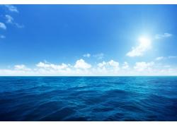 蓝天白云与海洋风景