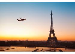 埃菲尔铁塔与飞机