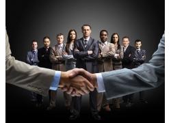 握手合作的商务团队