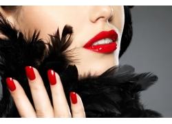 性感红唇美甲女人