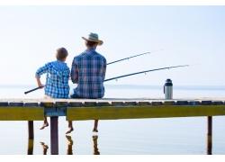 钓鱼的父子俩