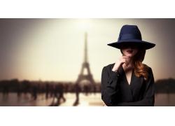 埃菲尔铁塔与时尚美女
