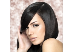 乌黑秀发的美女