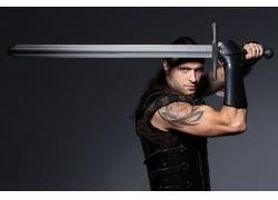 拿着宝剑的武士