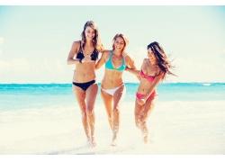 沙滩奔跑的比基尼美女