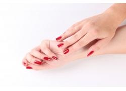 一手红色指甲的美女手