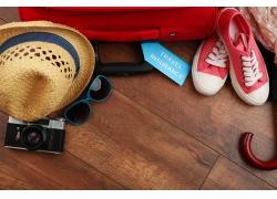 木板上的旅行用品