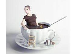 咖啡杯子里的美女
