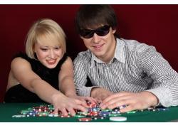 赌博的男人与美女
