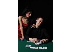 性感美女与赌博的男人
