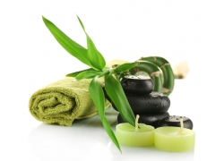绿叶下的手巾与保健石头