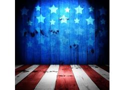 灯光下的美国国旗