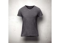 灰色男士V领T恤展示