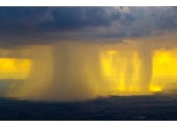 黄色光斑云海