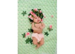 头戴花朵的宝宝