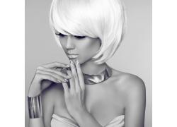 短发女孩黑白艺术照