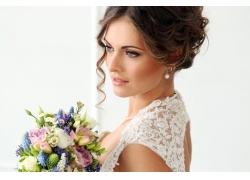 美丽优雅的新娘与花朵