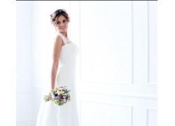 拿着花束的美丽新娘