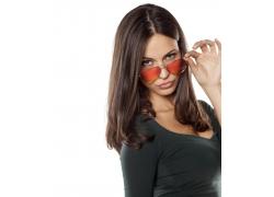 戴太阳镜的欧美女性