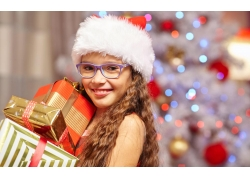 女孩和圣诞礼物