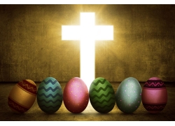 耀眼的十字架和彩蛋